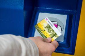 """OV-chipkaart gratis? Dan gaan de vervoerders failliet"""