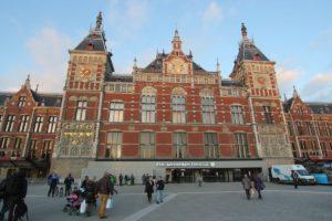 Amsterdam Centraal: meer treinen op minder sporen