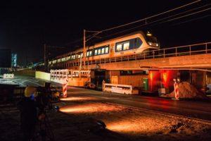 In Beeld: Laatste trein over spoorviaduct Delft