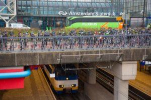 Rover wil poortjes station Sloterdijk weer open
