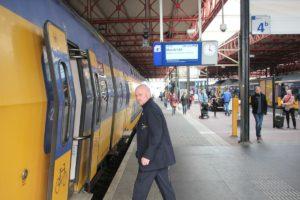 Rover kritisch op test spoorboekloos treinen