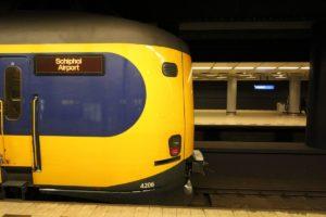 ANWB: neem de trein naar Schiphol