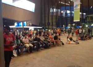 Treinreizigers zien overwinning Nederland – Spanje op stations