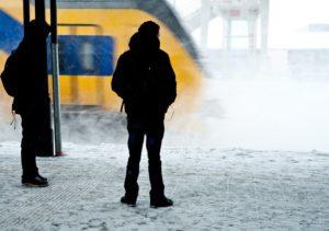 Treinverkeer groot deel Nederland plat door ijzel en sneeuw