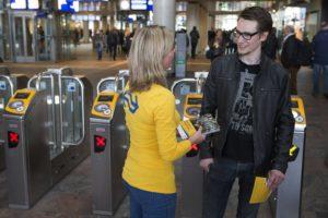 OV-poortjes op alle grote stations sluiten dit jaar