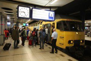 Treinverkeer Schiphol na werkzaamheden moeizaam op gang