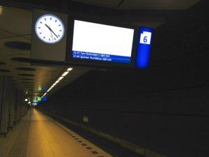 Treinverkeer Amsterdam en Schiphol plat door storing verkeersleiding