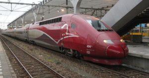 Wedstrijd naar België: auto tegen de trein