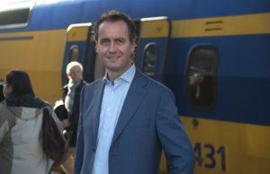 FNV zegt vertrouwen op in NS-directeur Timo Huges