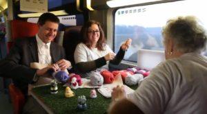 Cursus mutsjes breien in de trein met SocialCoupe