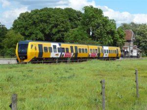Veolia huurt extra treinstel vanwege drukte Maaslijn