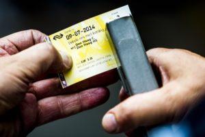 NS ook over op OV-chipkaart: vaarwel papieren treinkaartje