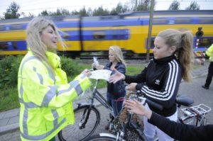ProRail start campagne tegen 'spoorboomduiken'
