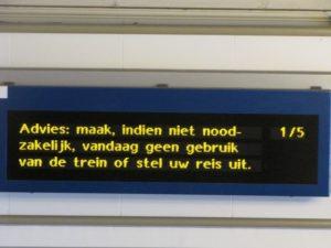 Sneeuw legt treinverkeer Utrecht lam