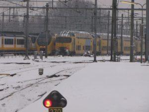 Mogelijk minder treinen na problemen sneeuw