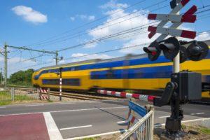 Voor beter OV: Verbied zwaar transport op overwegen