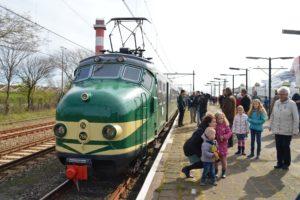 Veel treinliefhebbers bij afscheid Hoekse Lijn