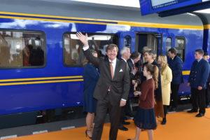 D66 en GroenLinks: Koning moet vaker met de trein
