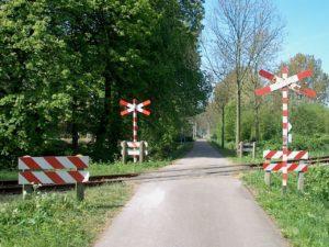 ProRail gaat onbewaakte overwegen met betonblokken afsluiten