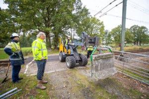 ProRail sluit eerste onbeveiligde overweg met betonblokken
