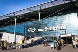 Vakbonden en Schiphol overleggen over beperkt treinverkeer tijdens staking