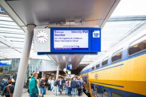 ProRail: treinen beter op tijd en minder storingen