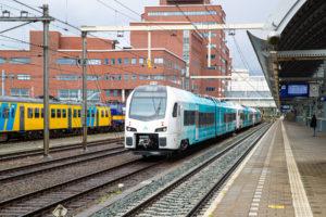 Nieuwe trein van Arriva (WINK) arriveert in Nederland