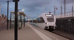 Vernieuwde Arriva-trein (GTW) vervoert eerste reizigers